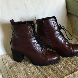 XOXO Shoes - Xoxo size 8:5 Ankle Boots dark brown embroidery